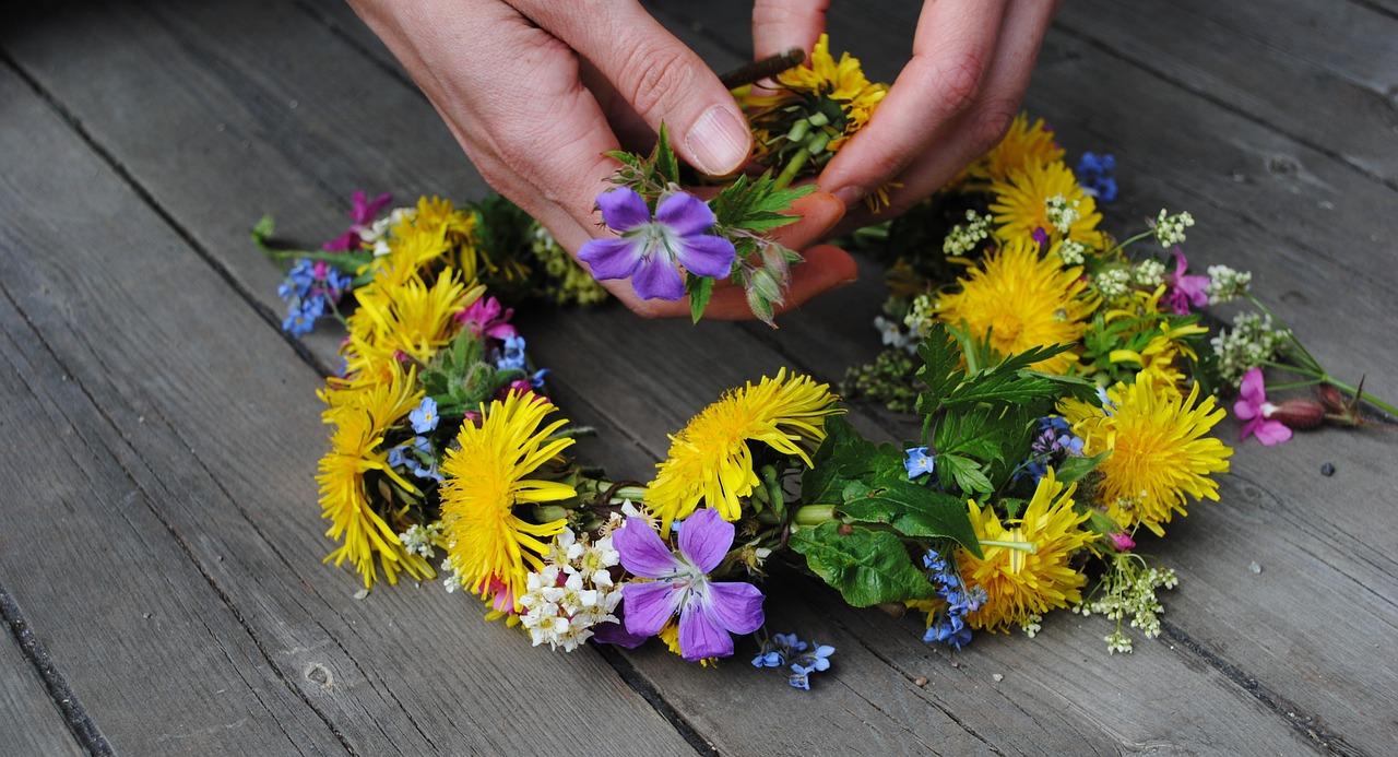 juhannus kesä juhla kukkaseppele suomi kauneus luonto kokko